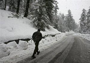 В Афганистане в результате схода лавин погибли 28 человек, сотни оказались в снежной ловушке