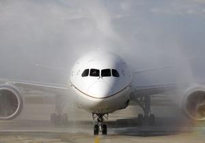 Самолет совершил экстренную посадку из-за покусавшей пассажира кобры