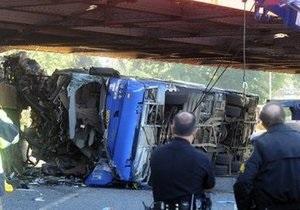 В США четыре человека погибли в автобусной аварии