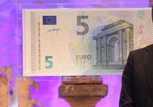 На евробанкнотах впервые появилась кириллица
