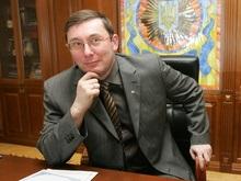 Луценко открыл всеукраинский центр оформления загранпаспортов