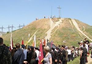 На Хортице снесли крест ради строительства самого высокого флагштока в Украине
