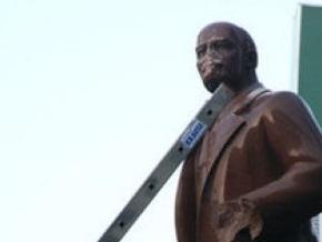 КУН заявил о своей непричастности к надругательству над памятником Ленина в Киеве