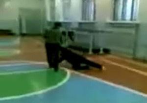 В России школьники жестоко избивали пожилую учительницу