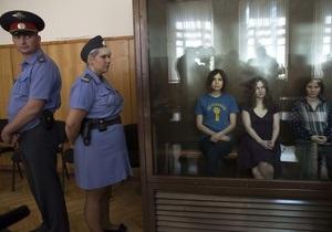 Рассмотрение жалобы на приговор Pussy Riot из-за отвода адвокатов отложено