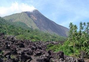 В Индонезии началось извержение вулкана Карангетан: четверо погибших
