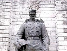 Во Львовской области потребовали снести памятник воину-освободителю