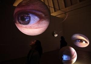 В США разработаны телескопические контактные линзы