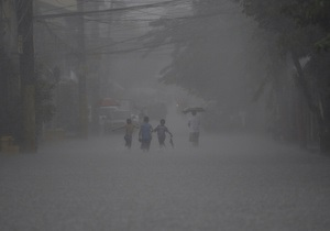 В Китае из-за тайфуна эвакуированы более 400 тысяч жителей