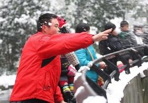В Китае посетители зоопарка забросали львов снежками