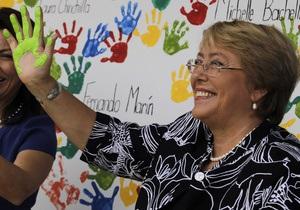 Кандидату в президенты Чили Мишель Бачелет плюнули в лицо