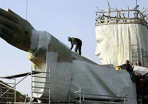 В Польше один человек ранен при возведении гигантской статуи Христа