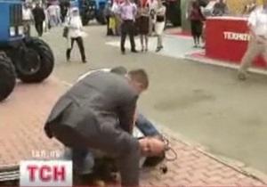 Охранник Януковича, применивший силу против журналиста СТБ, отстранен от работы