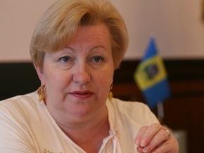 Ульянченко отправилась с визитом в Хмельницкую область на электричке