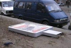 В Одессе россиянин на Porshe обрушил рекламный щит на человека