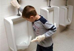 Томенко: Для родителей школьников ввели налог на туалеты