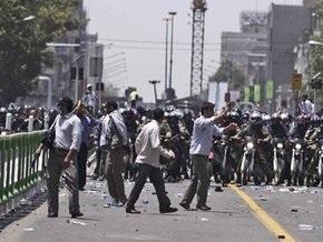 В центре Тегерана произошли столкновения между полицией и демонстрантами