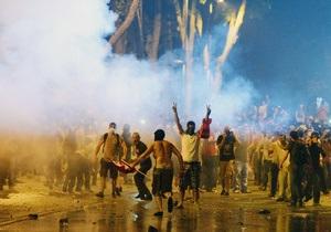 Турецкая полиция вновь разгоняет толпу водометами