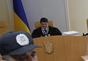 Киреев грозит журналистам удалением из зала и отказывается разговаривать громче