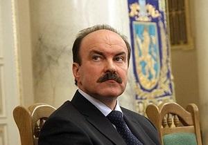 Янукович еще не решил, отправлять ли в отставку львовского губернатора