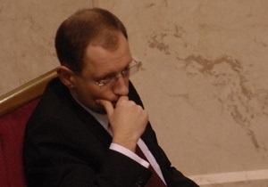 НУ-НС: Под инициативой Яценюка об отставке Кабмина подписались 135 депутатов