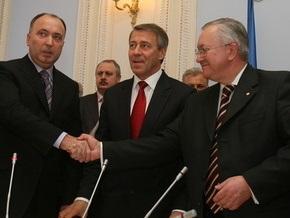 Тарасюк заявил о фальсификации списка с подписями за отставку главы  фракции НУ-НС