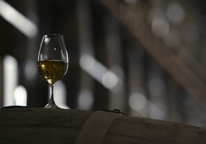 Парламент может повысить акцизы на алкоголь на 11%, на сигареты - на 7,5%