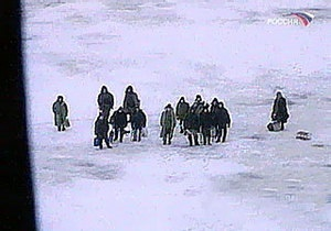 Спасатели сняли 500 человек с отколовшейся в Азовском море льдины