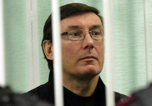 Защита Луценко требует допустить к нему прибывших в Украину медиков из Германии и Канады
