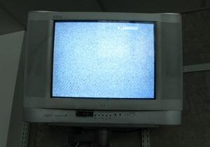 Три украинских телеканала объявили забастовку