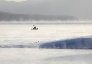 В России маршрутка с пассажирами провалилась под лед