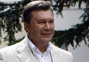 Янукович поздравил фармацевтов Украины