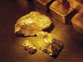 Рынок сырья: золото упало ниже $900