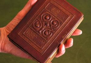 Самая старая книга в Европе останется в Англии