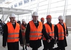 Садовой предупредил, что аэропорт Львова не сможет принимать самолет Януковича