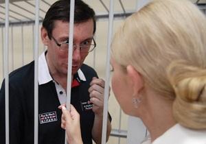 Тимошенко и Луценко дружно высмеяли своих судей