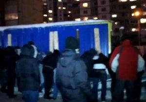 На Троещине протестующие снесли забор стройплощадки
