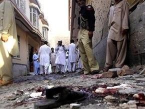 Террорист-смертник подорвал себя в Пакистане: три человека погибли, 15 ранены
