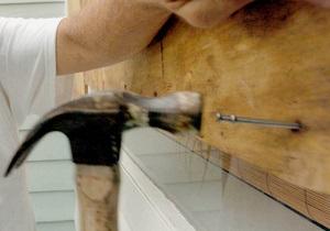 В Ирландии рабочие по ошибке заколотили дом с людьми внутри