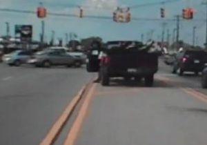 В США водитель пикапа арестован за торможение ногой