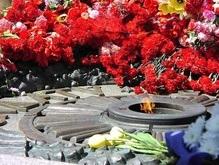 Ехануров и Турчинов возложили венки к могиле Неизвестного солдата