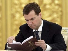 СМИ: Медведев хочет сменить спичрайтера