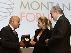 Дочь Тимошенко наградили медалью за вклад в защиту демократии