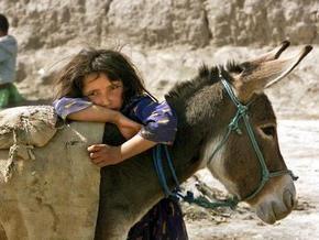 В Афганистане ребенка убило сброшенной с британского самолета коробкой с листовками