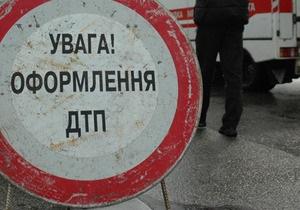 Под Киевом Toyota протаранила автомобиль ГАИ