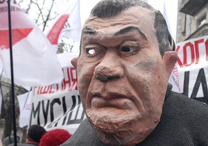 Фотогалерея: Янукович, выходи! Сторонники Тимошенко устроили театрализованное действо на Банковой