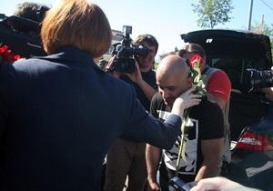 Фотогалерея: Никого нет дома. Журналистов не пустили в гости к Януковичу