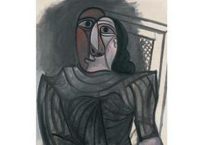 Сидящая женщина в сером платье Пикассо ушла с молотка почти за 4 млн евро