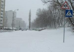 За сутки в Киеве для борьбы с последствиями непогоды использовали более 600 тонн соли
