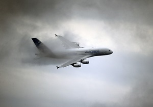Из заходившего на посадку самолета Air France выпал человек
